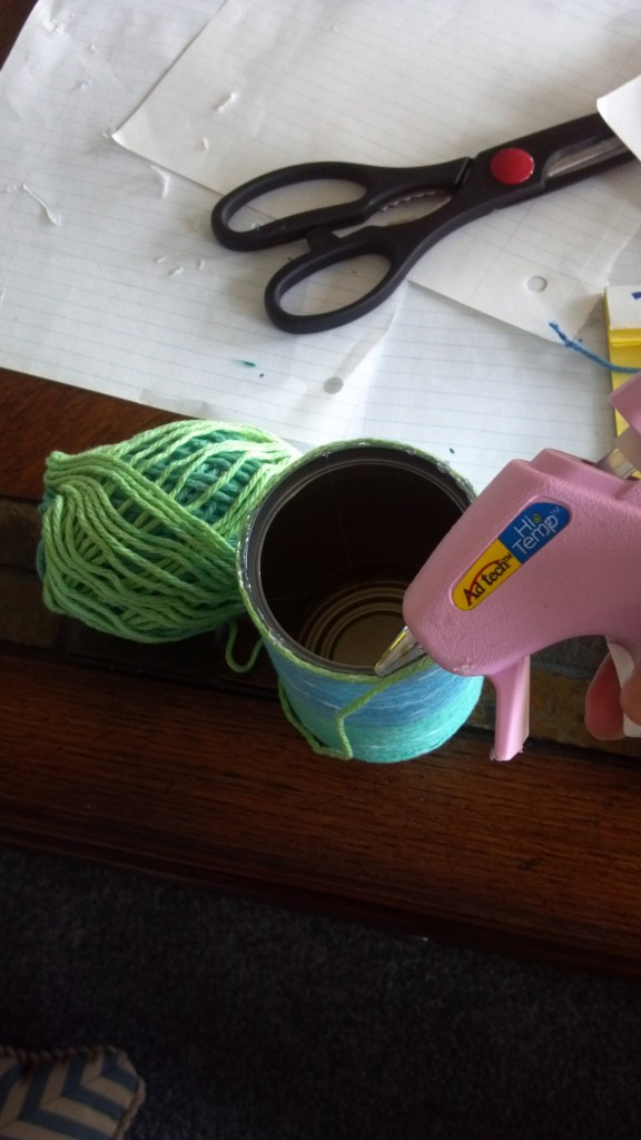 Easy, quick and cheap soup can yarn project