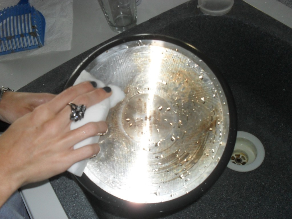 cleaning a pan with a magic eraser