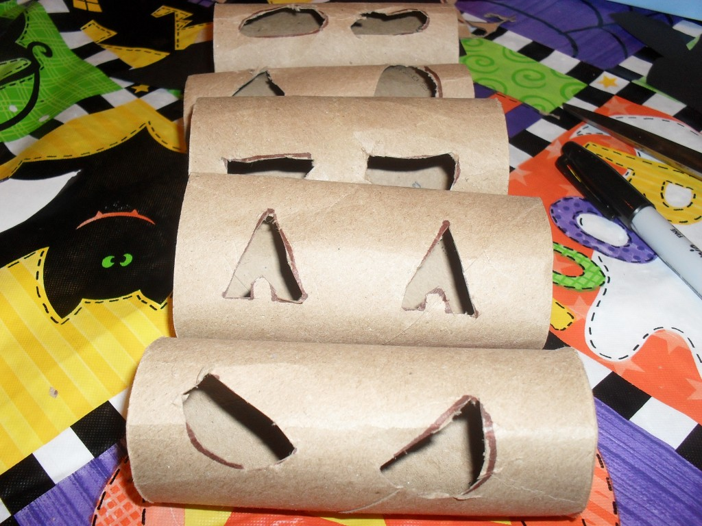 halloween toilet paper roll project
