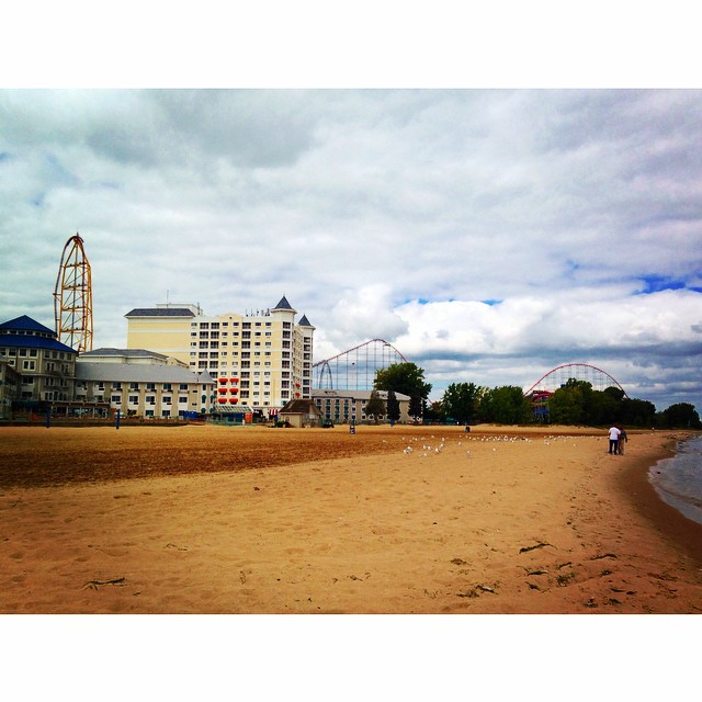 Hotel Breakers at #bloggycon14 is right on the beach and next to the park…what a perfect combination!⛅️