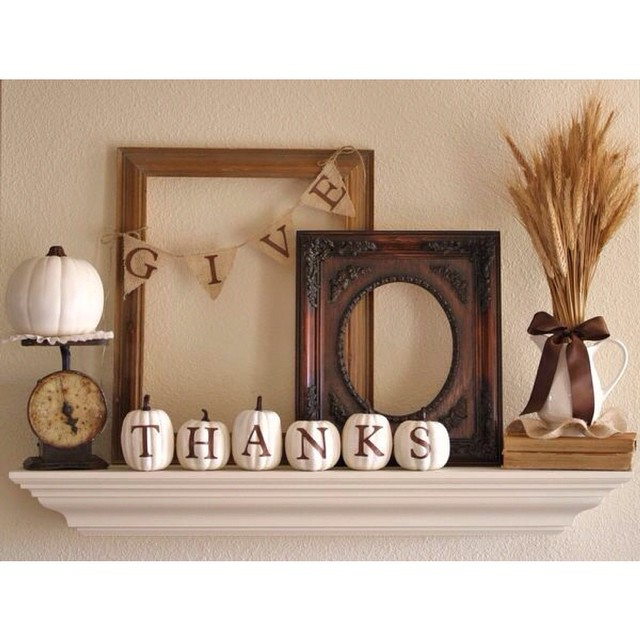 Country rustic decor is simple and elegant for the Thanksgiving Holiday