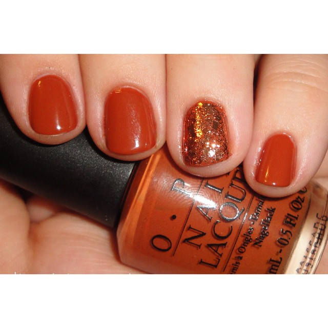 Go bold with burnt orange nails & glitter for Thanksgiving!