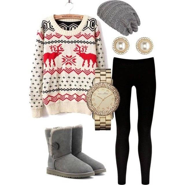 A Christmas sweater is the perfect accessory to your winter wardrobe…would you wear this outfit?❤️