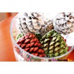 Spray paint pine cones and add glitter for a Christmas centerpiece❤️