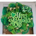 This St. Patrick's Day DIY wreath is the perfect decoration!