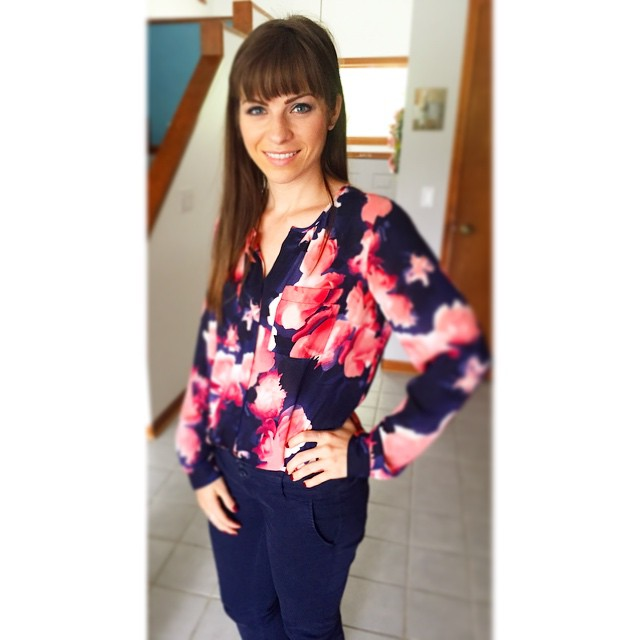 I love my navy and pink flower print shirt!🌸