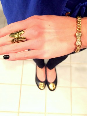 Sprucing up my outfit with gold jewelry and my @toryburch flats!