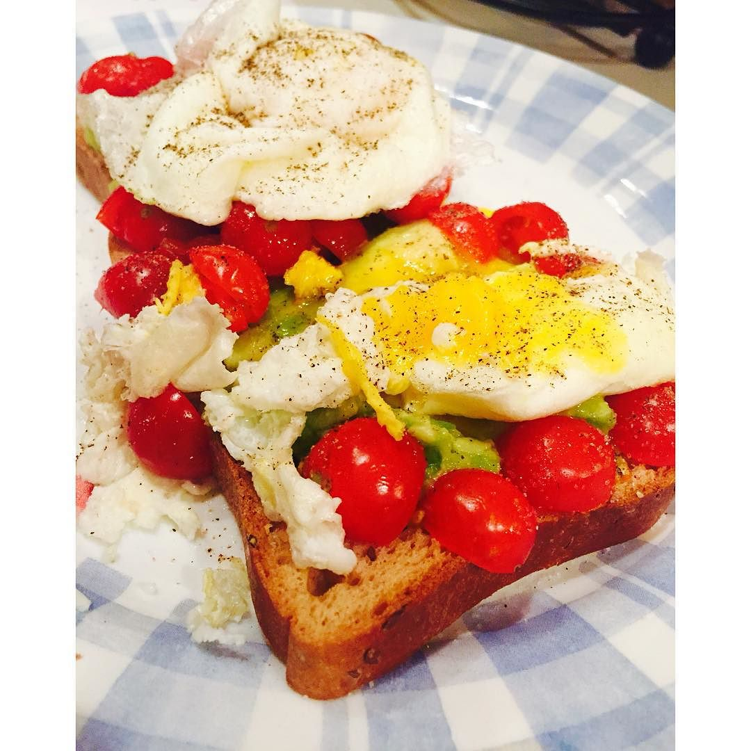 Poached eggs with avocado and tomato on gluten free bread🍅