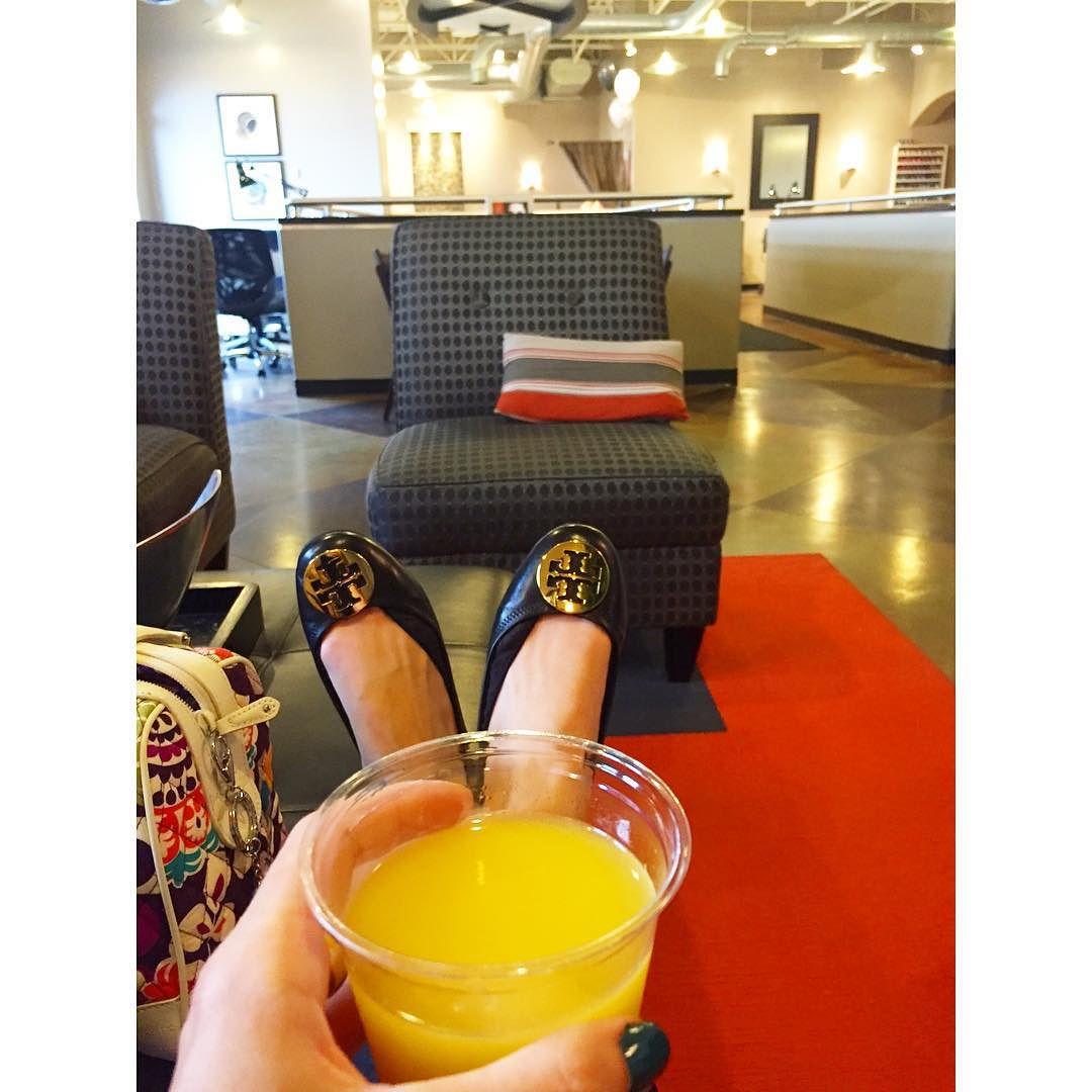 Enjoying a mimosa before my massage🍹