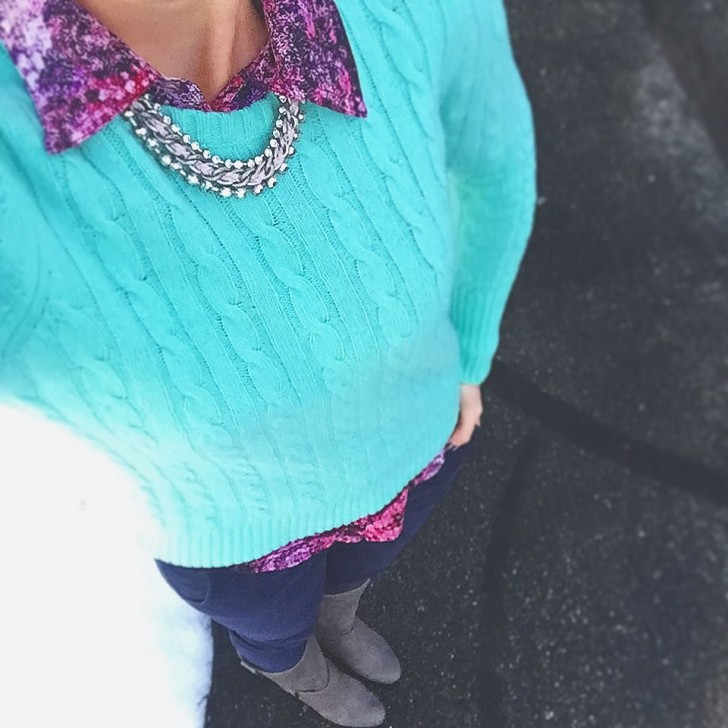 Happy Friday! I fancied up my look with a statement necklace in my mint and pink combo💗