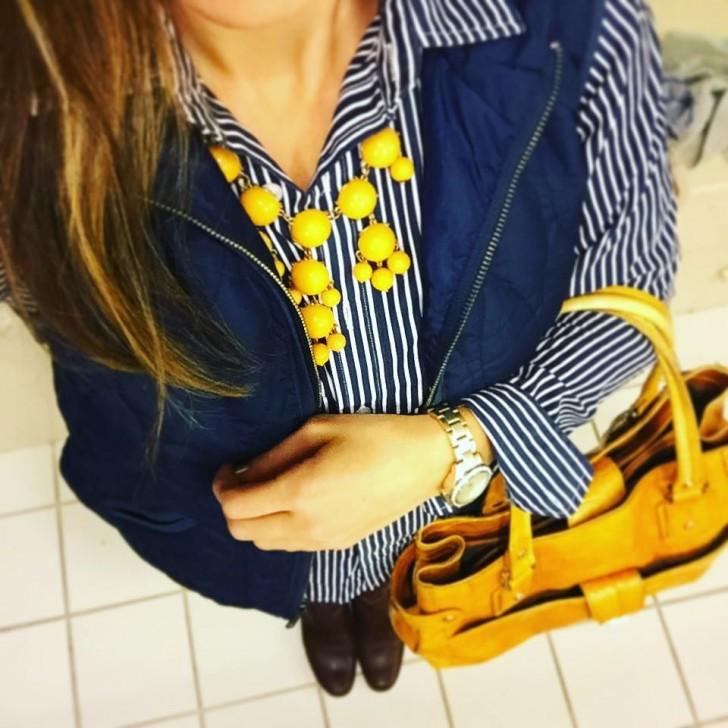 Navy and yellow are a classic color combination 💙💛