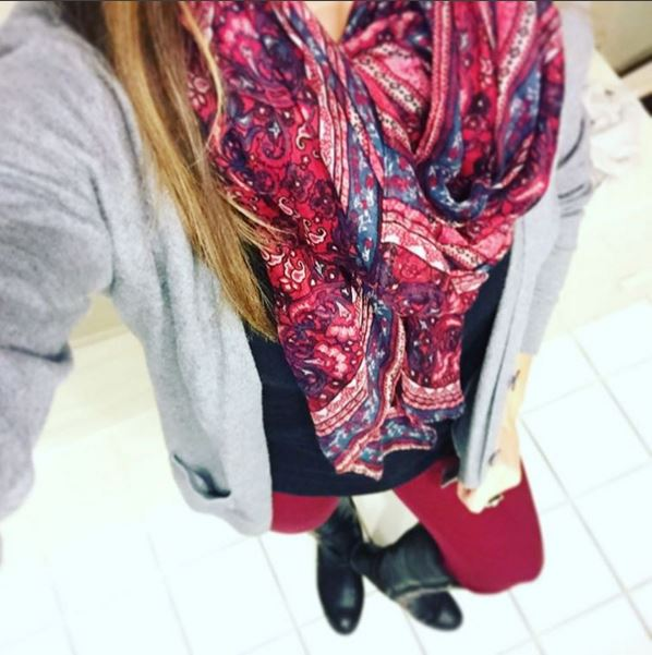 Burgundy vibes today with my pants and matching scarf 💕