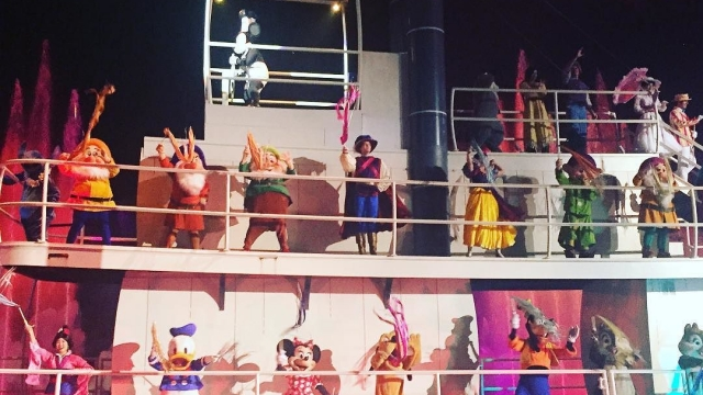 What is your favorite part of Fantasmic? Mine is everything! 😍