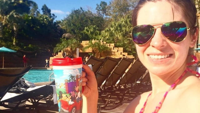 Refillable mugs are the best! Especially for pool days 🍹