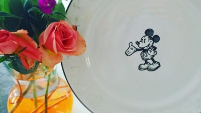 Fresh flowers and Mickey decor to start the weekend off right 🌹