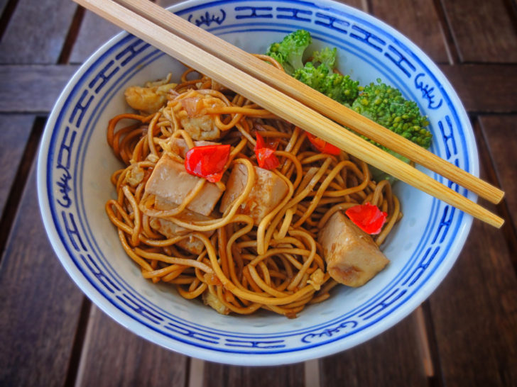 Here's How To Cook A Nutritious & Aromatic Bowl Of Noodles