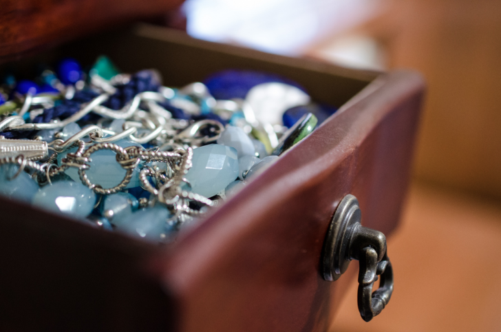 Diamonds Are A Girl's Best Friends - The Etiquette Of How To Wear Jewelry