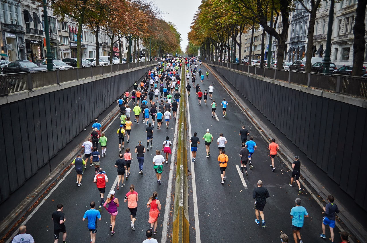 Are You Running runners in city race marathon