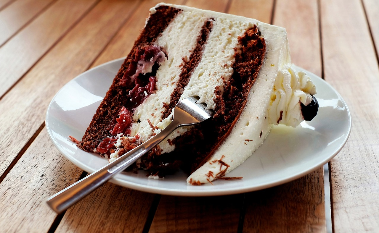 Long And Happy Life red velvet cake eating