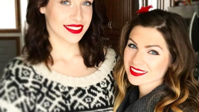 Friday vibes with my sister 👯💄