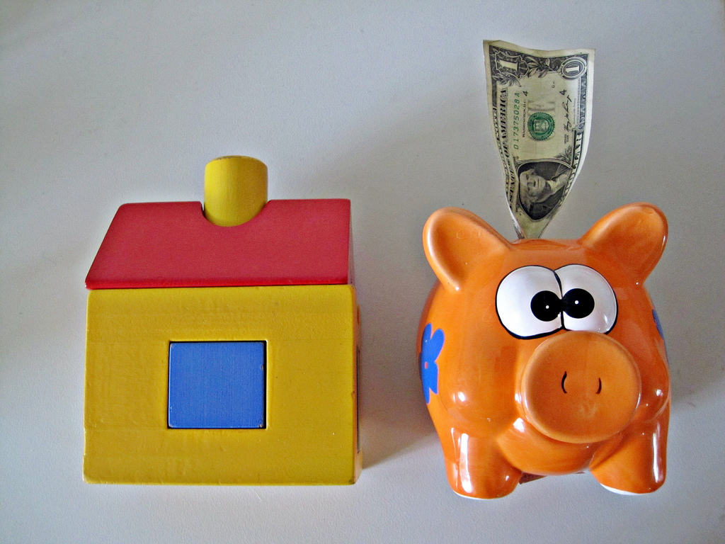 Buying A House money in the piggybank