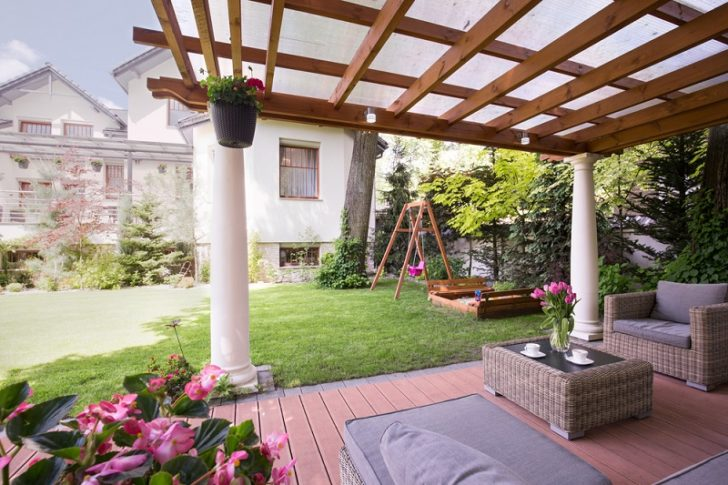 pergola builder awning outside