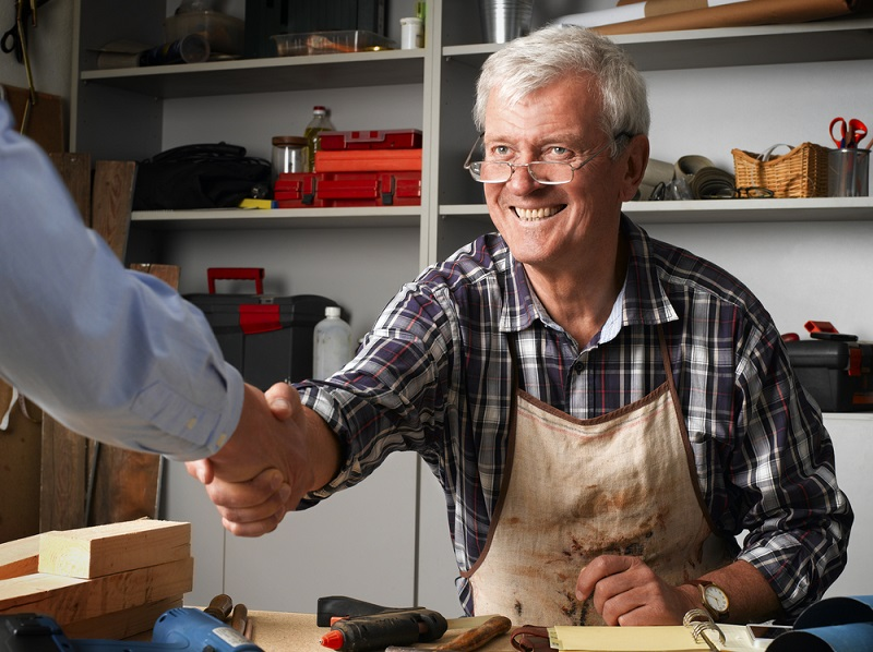 pergola builder man happy handshake