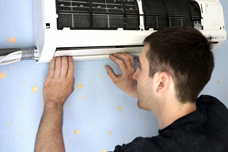 Air Conditioner man fixing