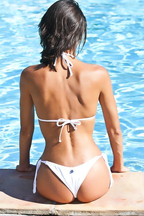 Fitness Mojo sitting on pool in bikini