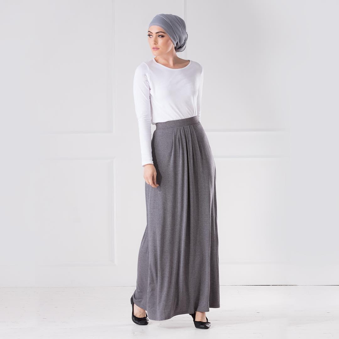 church dress women grey and white