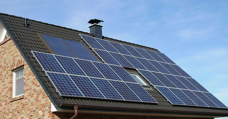 House Changes solar panels on roof