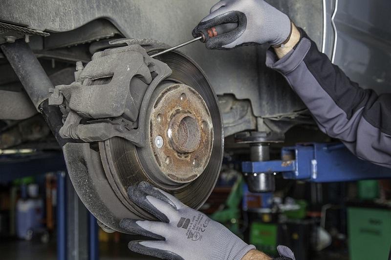 brake checkup rotors on lift