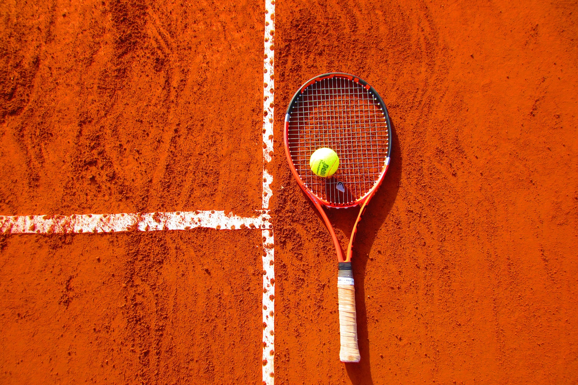 tennis break racket on clay