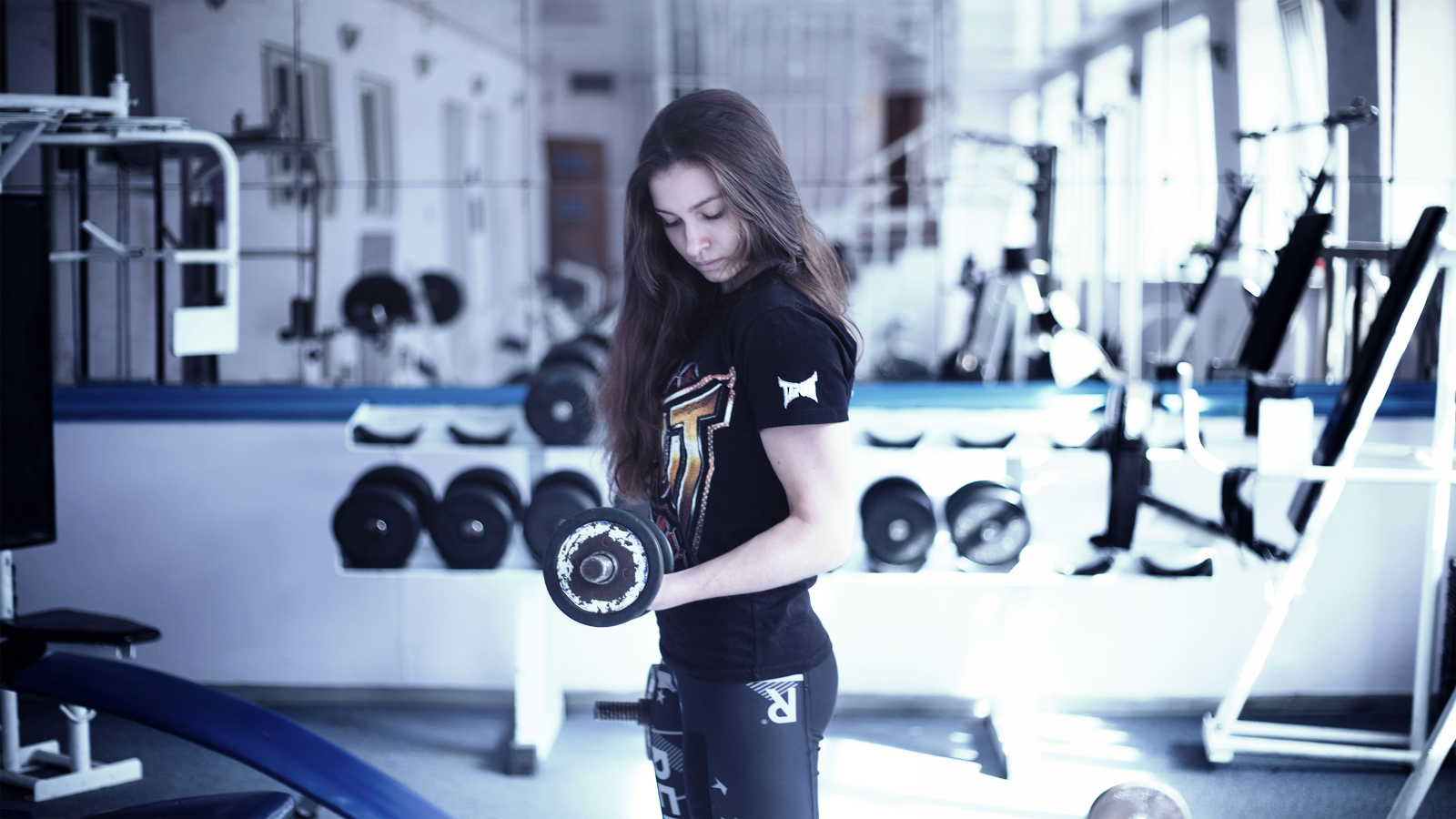morning workout girl with weights