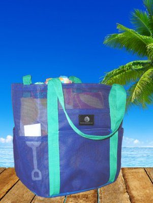 7 Beach Bag Essentials