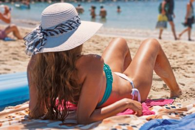 7 Summer Essentials to Stay Safe and Modish