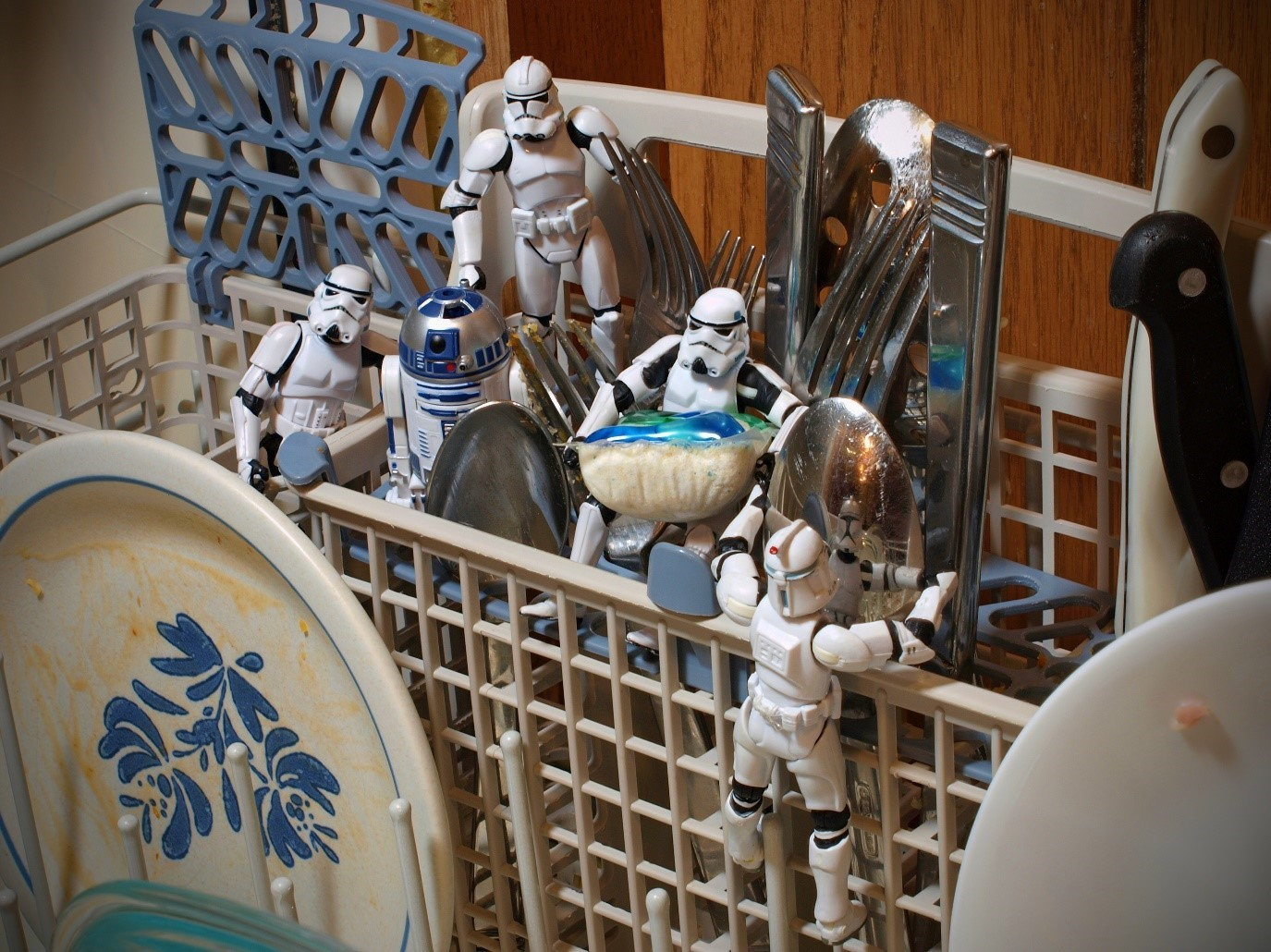 5 Ways to Speed Up Your House Cleaning Despite a Busy Schedule star wars dolls