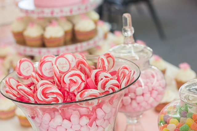 4 Reasons Why Every Wedding Should Have A Candy Buffet peppermint