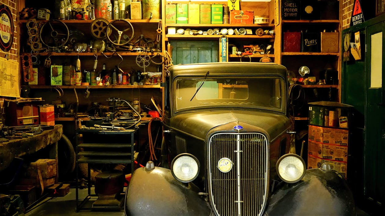 9 Essential Tools for a Well-Equipped Garage