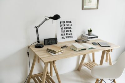 6 Instructions For A More Spacious Home desk