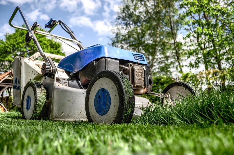 4 Easy DIY Jobs To Get Sorted Before Christmas lawn mower