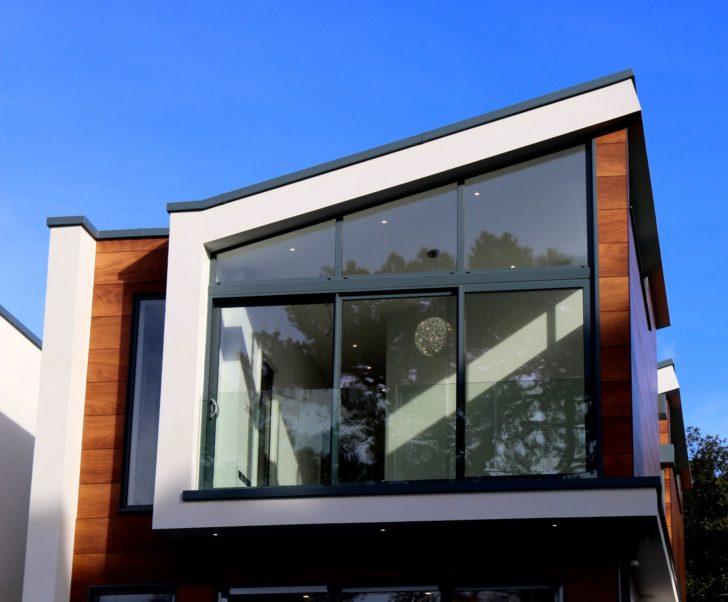 Home Improvement Tips: How to Clean and Give Your Windows a Shiny Look