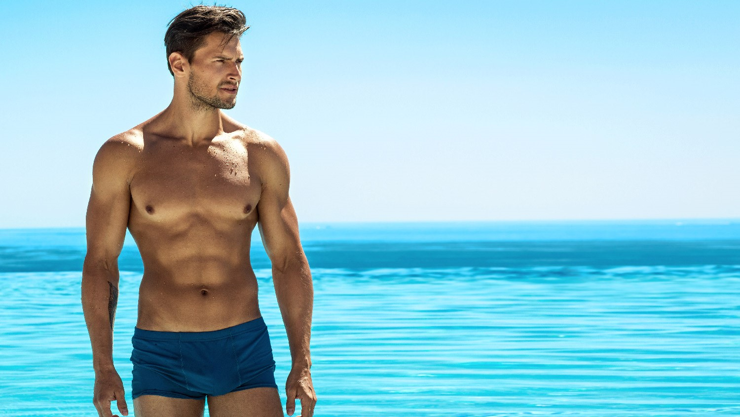 Know all about artificial tanning and tanning peptide man on beach
