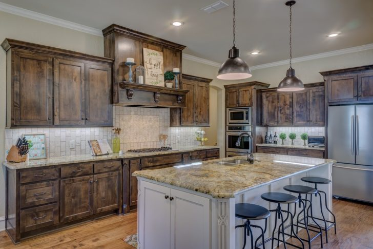Repainting Kitchen Cabinets – DIY