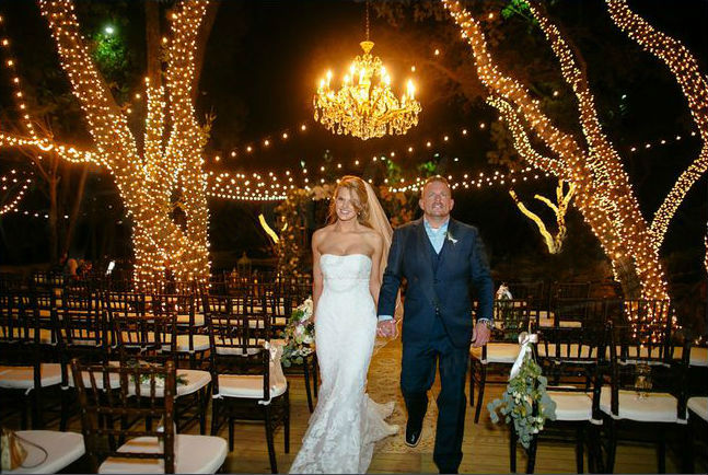 Outdoor Lighting Looks That Will Take Their Breath Away wedding