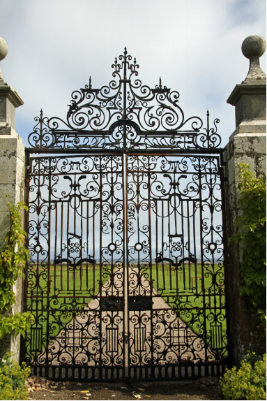 5 House Features That Can Do Better With Metal Work gate