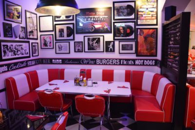 Advantages of Using Restaurant Booths