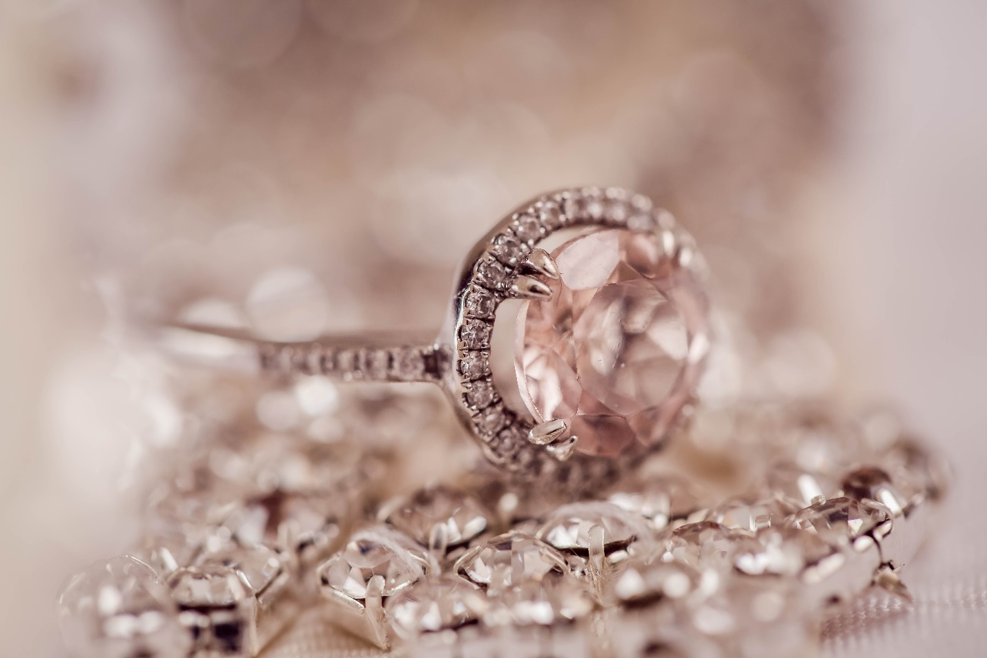 Practical Buying Guide for Fancy Coloured Diamond Rings