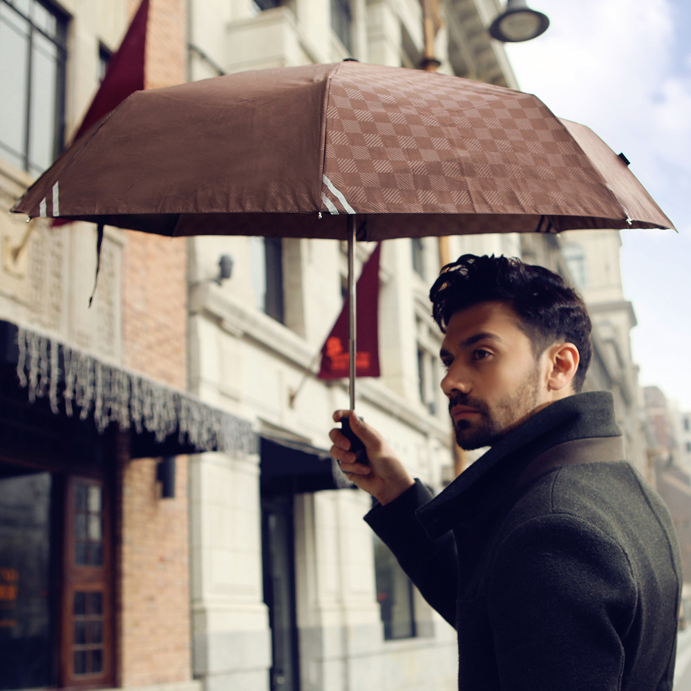 Travel Essentials Every Man Shouldn't Forget umbrella