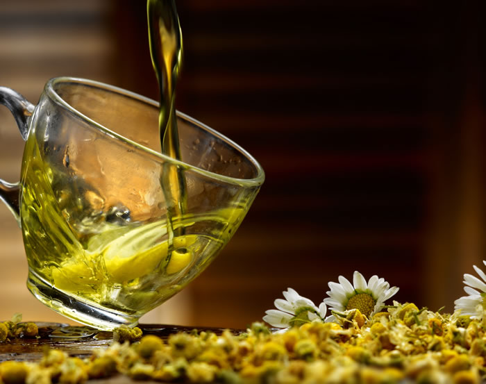 Effective Homemade Cleansers For Oily Skin pouring